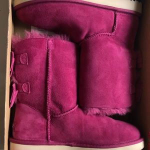 Brand new, size 7, pink uggs